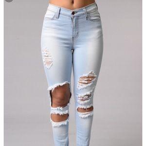 High waisted fashion nova jeans.. beach bum